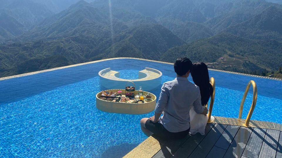 bể bơi khách sạn Mgallery