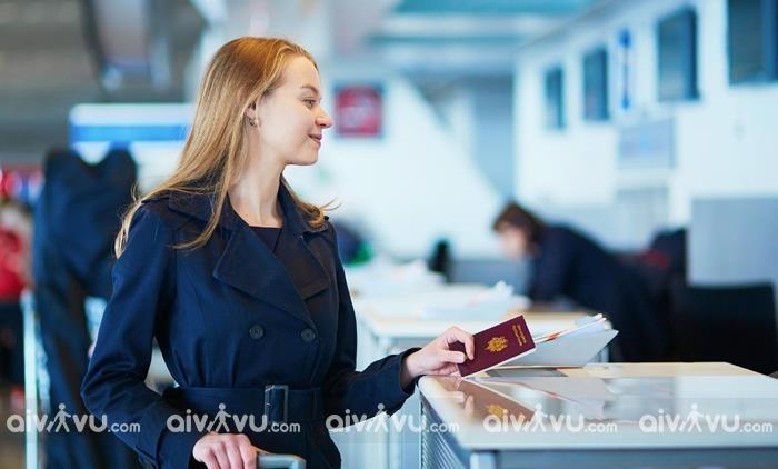 Làm thủ tục nhập cảnh đối với các chuyến bay quốc tế