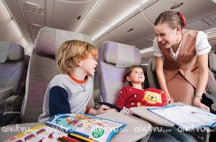 Dịch vụ trẻ em đi một mình của Emirates