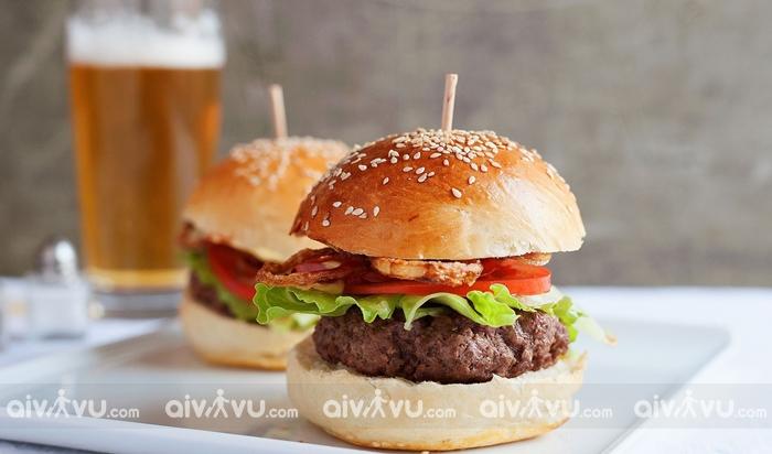Hamburger món bánh đặc trưng của nước Mỹ