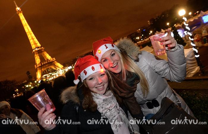 Người Pháp tề tựu cùng nhau và đón năm mới