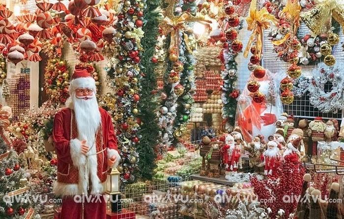 Phố Hàng mã điểm check in Giáng Sinh tại Hà Nội