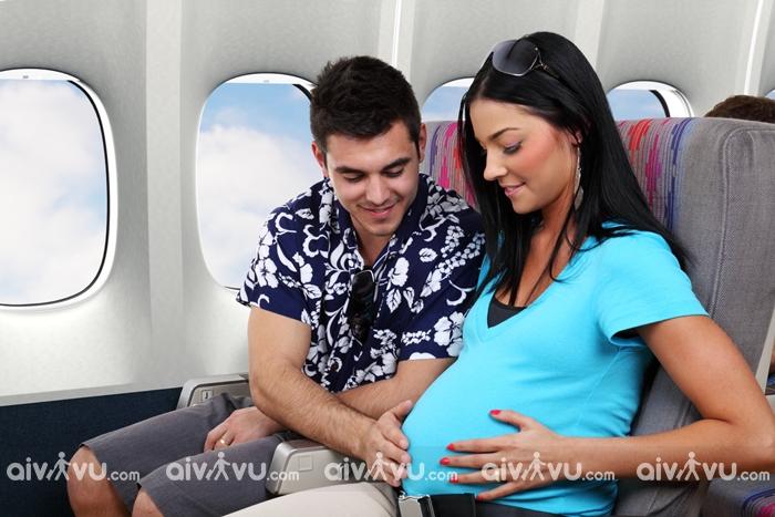 Bí quyết giúp bà bầu đi máy bay thoải mái hơn