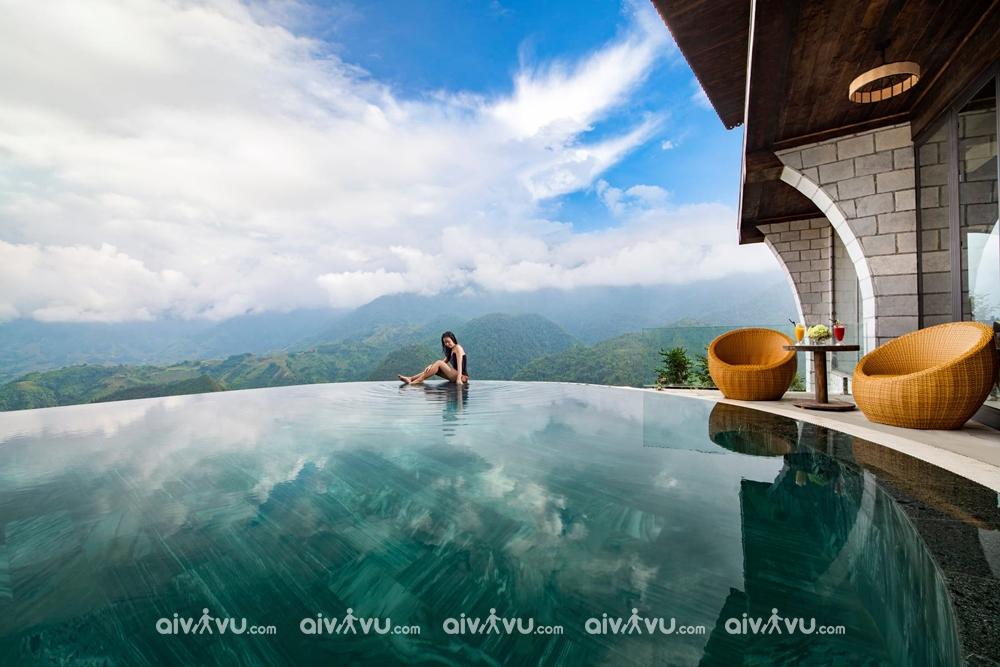 Bể bơi view núi hoà mình với thiên nhiên tại Sapa Catcat Hills Resort & Spa