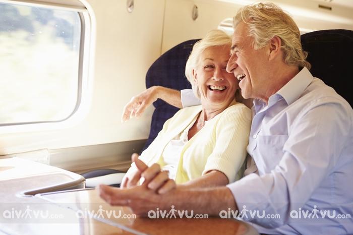 Người già bao nhiêu tuổi không được đi máy bay?