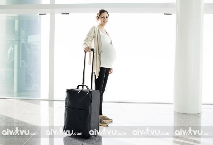 Phụ nữ mang thai nên làm gì trước chuyến bay