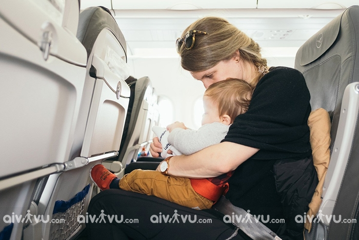 Quy định trẻ sơ sinh ( trẻ em dưới 2 tuổi ) đi máy bay United Airlines