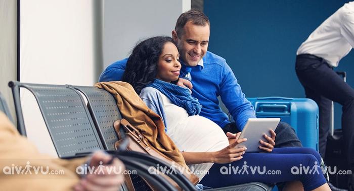 Bà bầu đi máy bay American Airlines cần lưu ý điều gì?