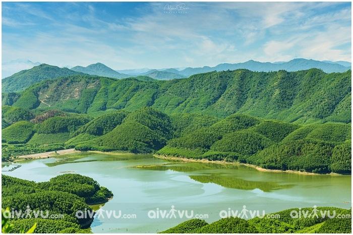 Hồ Khe Ngang: Thơ mộng và bình yên giữa núi đồi xứ Huế