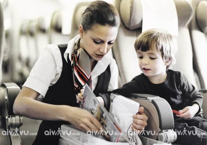 Dịch vụ trẻ em đi máy bay một mình American Airlines