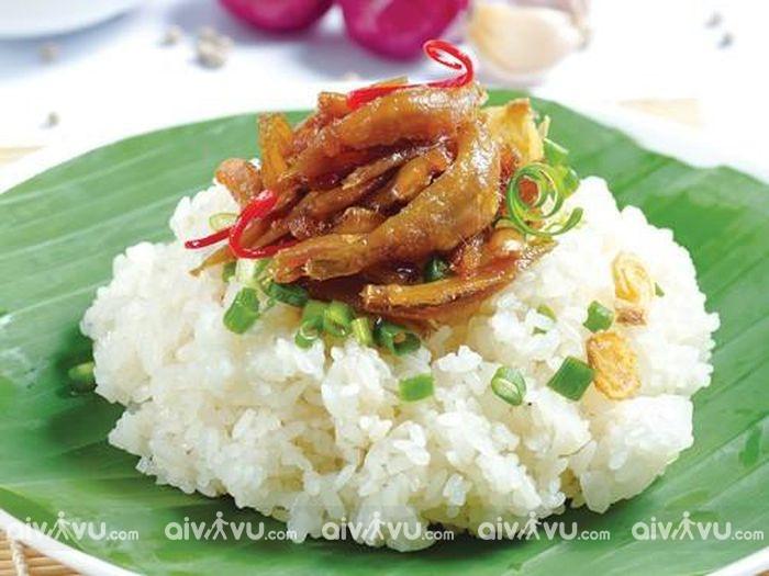 Xôi cá cơm Nha Trang – Món ăn dân dã miền biển, bạn đã thử chưa?