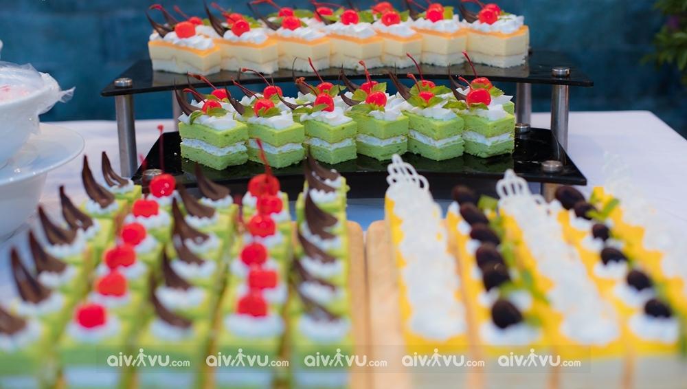 Thưởng thức bánh ngọt tại Glory Resort