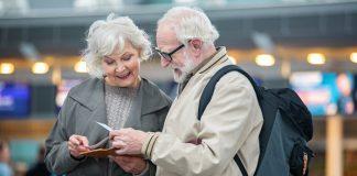 Người già đi máy bay Air Asia cần giấy tờ gì?