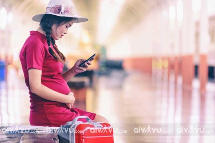 Phụ nữ mang thai đi máy bay có ảnh hưởng đến thai nhi không?