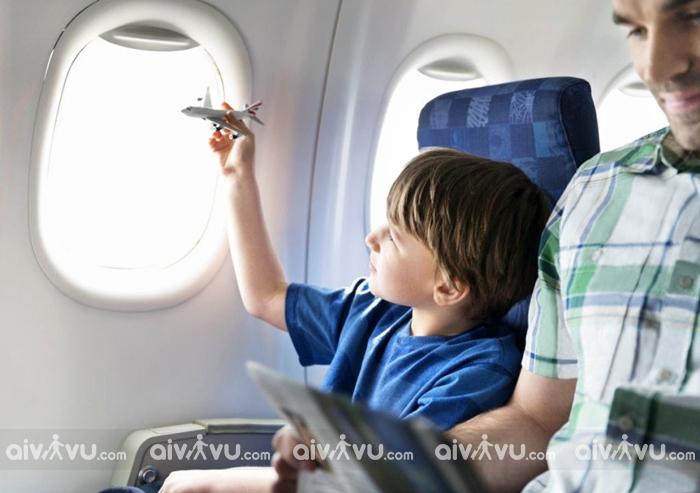 Trẻ em đi máy bay cần lưu ý điều gì?