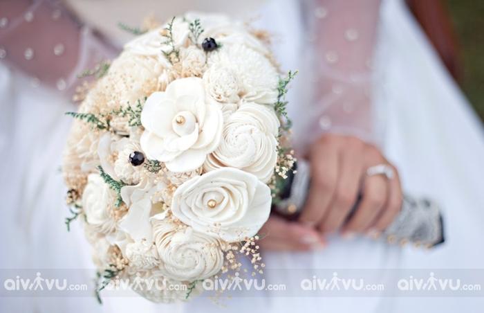 Hoa hồnga trắng mà chú rể trao tặng cho cô dâu trong ngày cưới