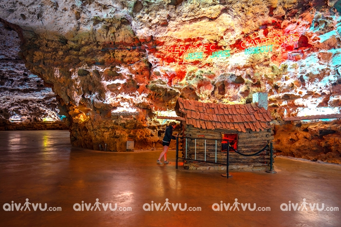 Hang động tướng cướp Meramec Caverns
